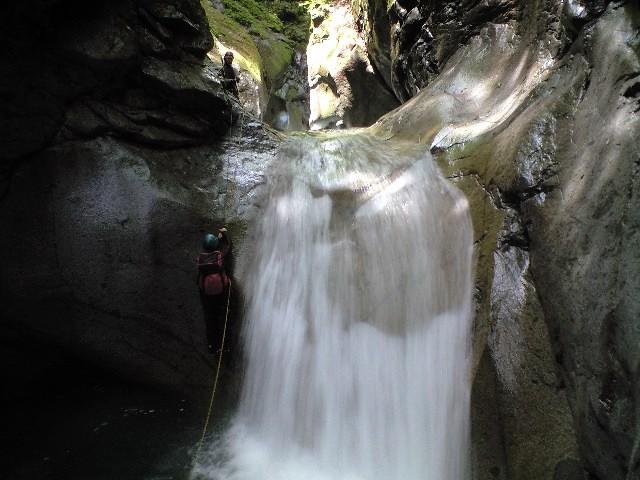 滝の左を直登