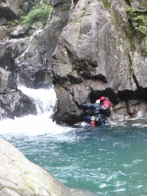 魚止の滝手前の淵