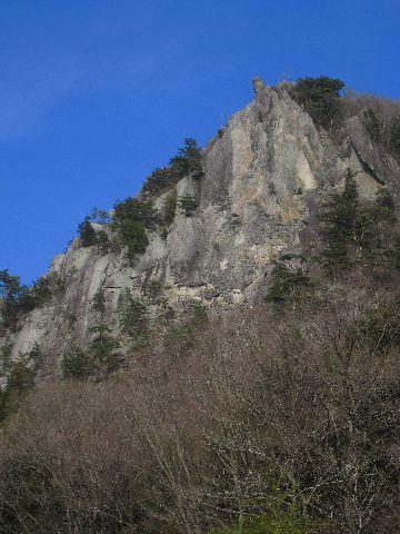 太刀岡山 左岩稜全景