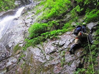 イイハシの大滝2段目20mはロープをだす