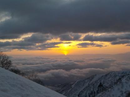 雲海から登る朝日