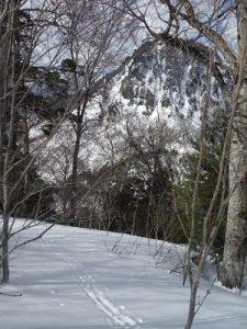 月夜立岩を見て滑る
