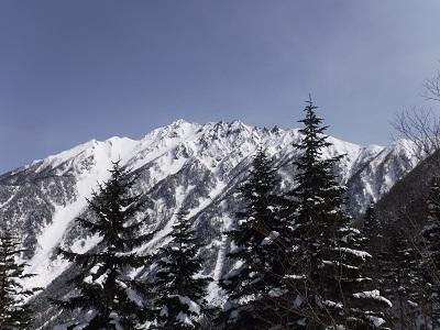 お天気良く、西穂独標から主峰のギザギザもくっきり見えます。